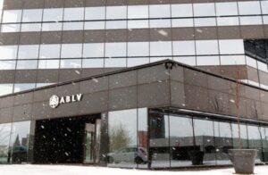 Pangajooks. Ootamatult peatati Läti suurpanga väljamaksed